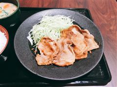 生姜焼き定食 (税込850円) 豚ロース肉4枚で味もボリュームも満点