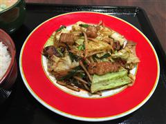 スタミナ牛モツ炒め定食 (税込850円) 野菜たっぷりでスタミナばつぐんの牛モツ炒め